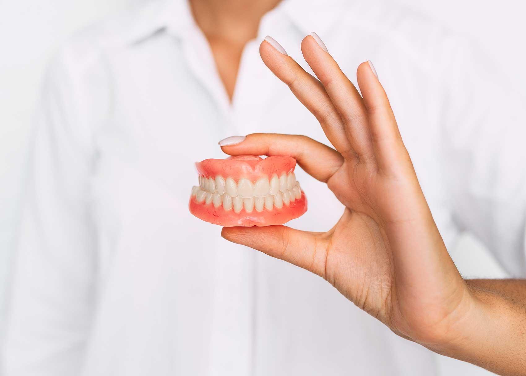 Prothèse dentaire : quels sont les types disponibles ?